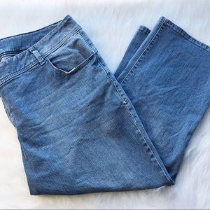 Lane Bryant genius fit medium wash Capri jeans 24